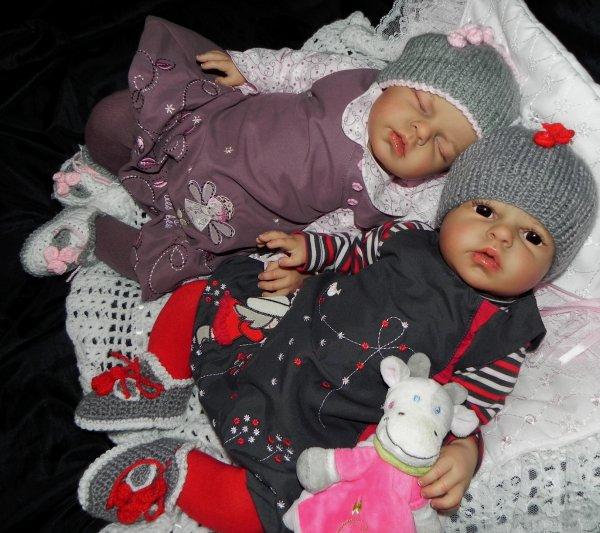 Les jumelles Yelline et Yena adopt�es merci a leurs mamans respectives.