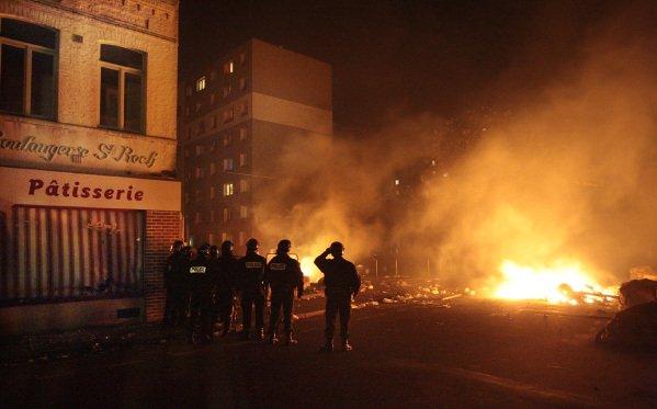 Violences urbaines � l'�peule apr�s la victoire de l'�quipe de foot d'Alg�rie