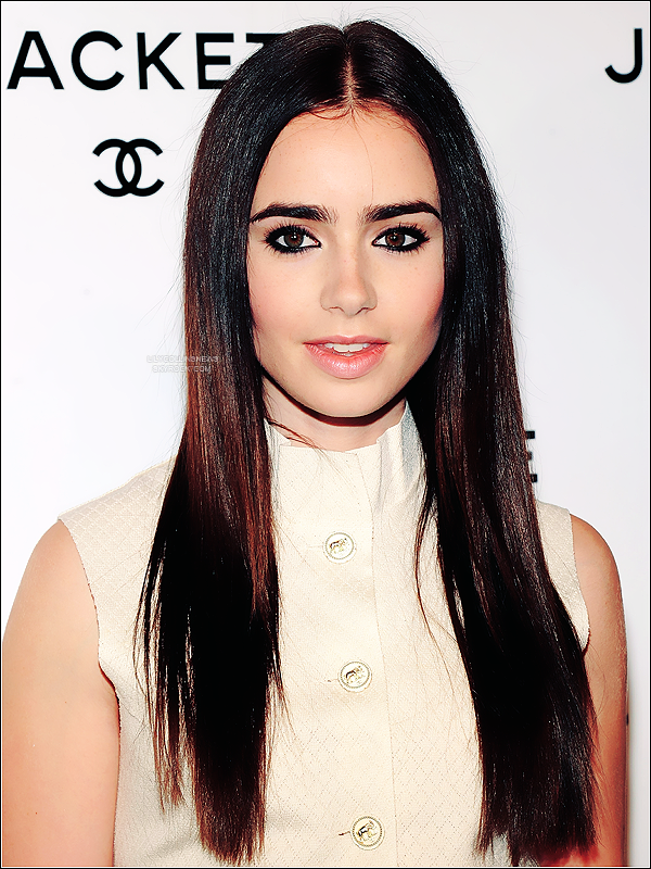 *   06/06/2012 - Lily �tait � New York pour l'�v�nement The Little Black Jacket Chanel Exhibit  Dans cette robe Chanel, Lily �tait plus que magnifique. Je la trouve tr�s classe. *
