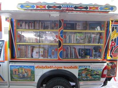 SALUONS L'INITIATIVE DE LA PREMIERE BIBLIOTHEQUE MOBILE A HAITI
