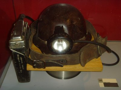 casque et lampe de mineur la mine de charbon. Black Bedroom Furniture Sets. Home Design Ideas