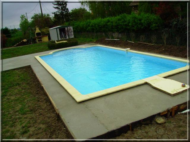 Coulage de la dalle b ton construction et volution de ma piscine desjoyaux - Coulage de dalle beton ...