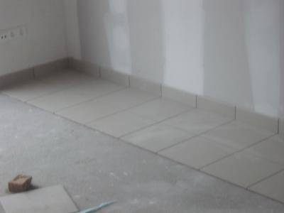 appartement en carrelage 30x30 gr s cerame et plinthes travaux de carrelage. Black Bedroom Furniture Sets. Home Design Ideas