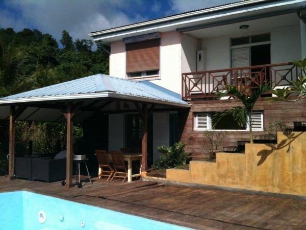 F2 en rez de jardin l 39 ext rieur avec carbet et piscine for Agrandissement maison zone nh