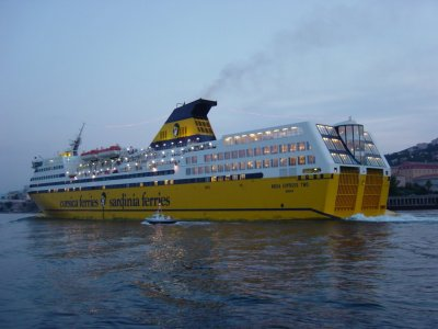Corsica ferries mega expresse two blog de corsicaferries2a for Mega express 2 piscine
