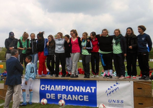 Quatri�me place au championnat de France  de football  minimes filles UNSS