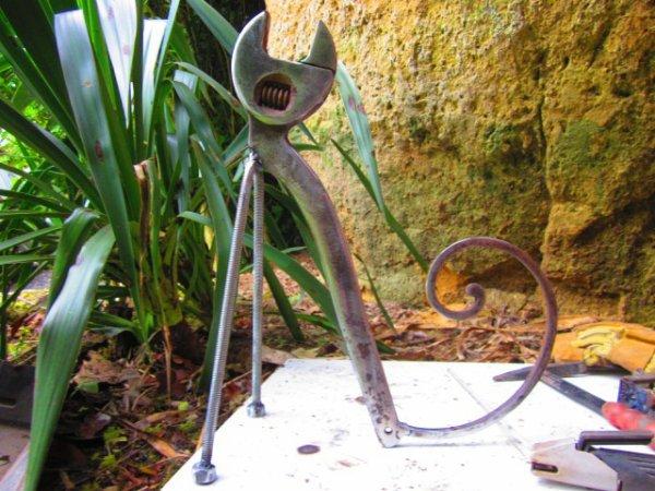 """"""" un chat """" une de mes sculptures avec vieux outils !"""
