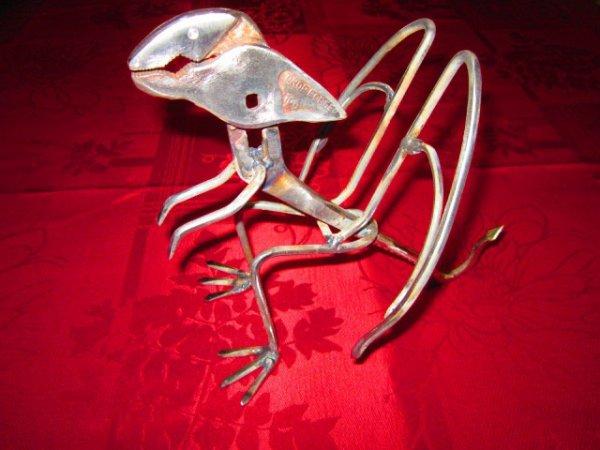 sculpture Dragon avec vieux outils par Falko