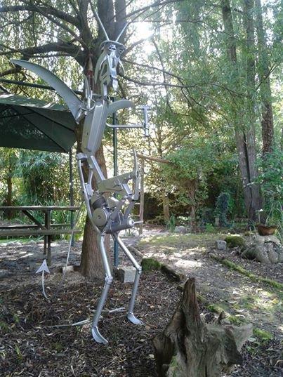 Sculpture Ange en Fer avec cadre de mobylette et vieux outils ! par Falko