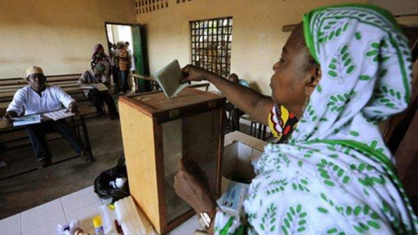 Les Comores se pr�parent � des �lections group�es en novembre