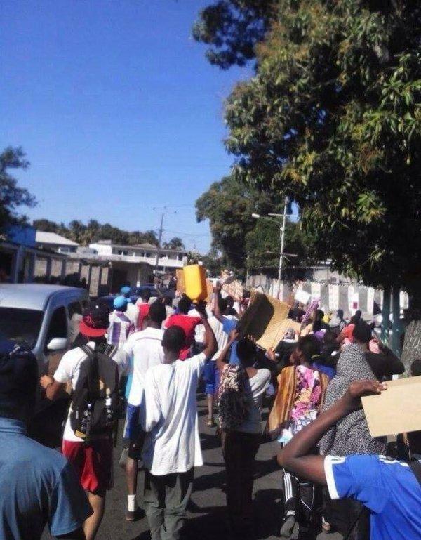 Manifestation contre MAMWE et le Gouvernement