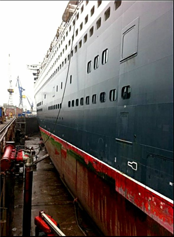 Le paquebot QUEEN MARY 2  est en car�nage � Hamburg