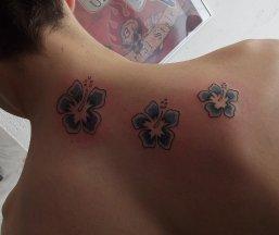 tatouage fleur hibiscus blog de arts skad tattoo. Black Bedroom Furniture Sets. Home Design Ideas
