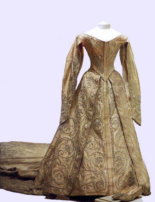 Historic Wedding Dress _ Princess Emma of Waldeck ... Alexandra Romanov Wedding Dress