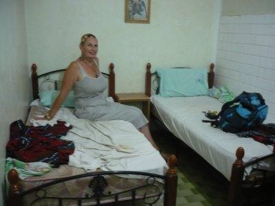 garder un souvenir de cette chambre borgne avec des draps douteux blog de papitomamita. Black Bedroom Furniture Sets. Home Design Ideas