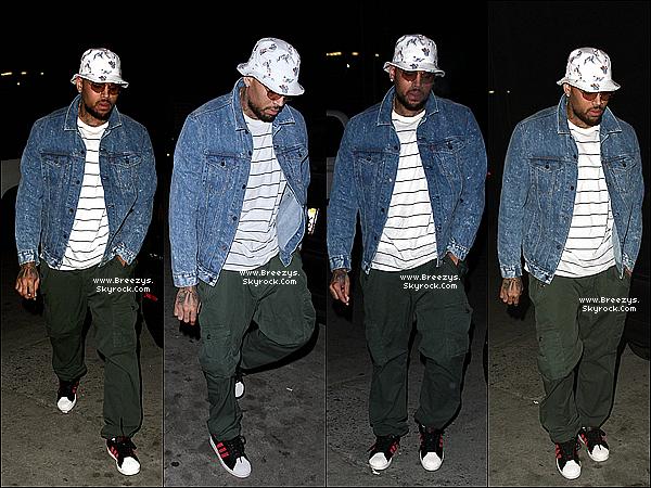. 08.06.2014 : Chris a �t� rep�rer par les paparazzi devant kazuya restaurant a Los Angeles. .