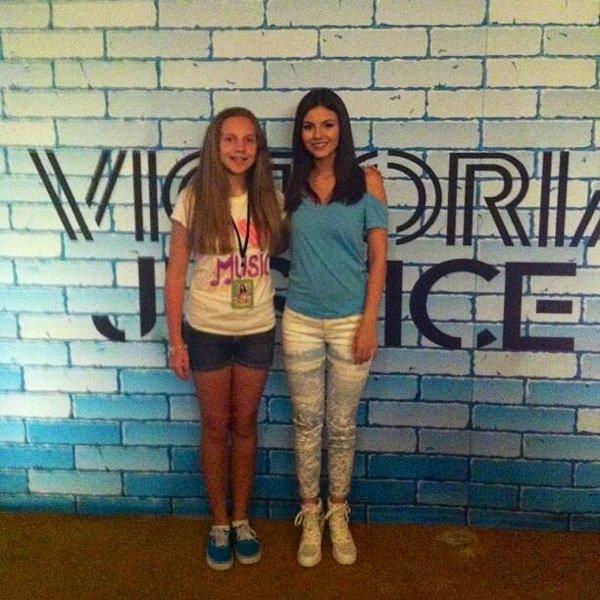 how to meet victoria justice