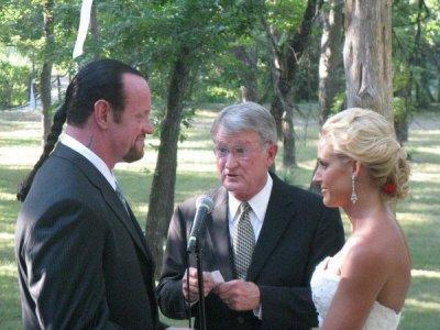 LES PHOTOS DU MARIAGE DE L UNDERTAKER FONT DU REMOUS A LA WWE....