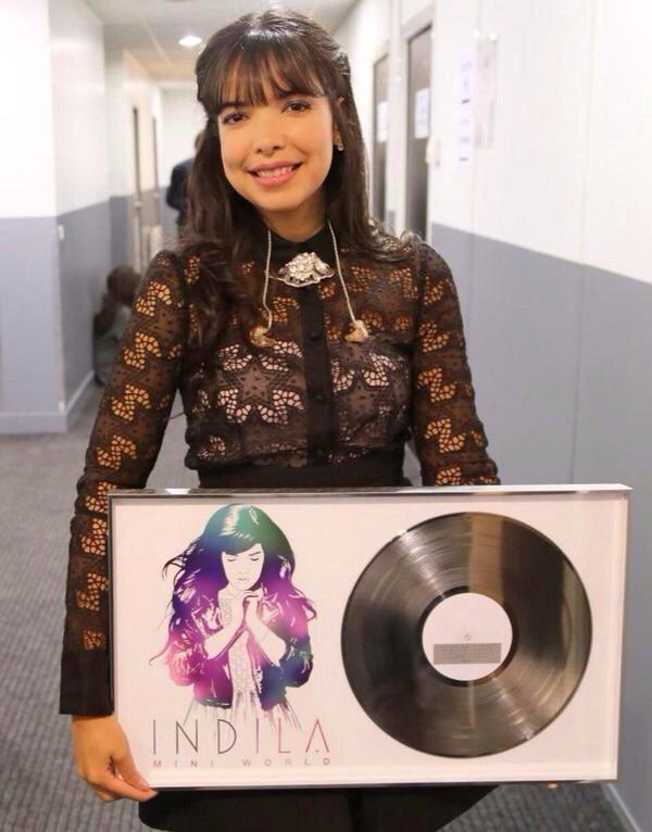 F�licitations @Indila disque de diamant avec #MiniWorld cc @capitolFr