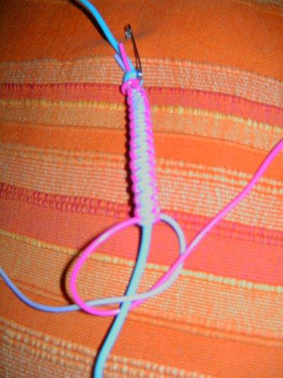 bracelet en fils pour scoubidou blog de bricoletcaetera. Black Bedroom Furniture Sets. Home Design Ideas