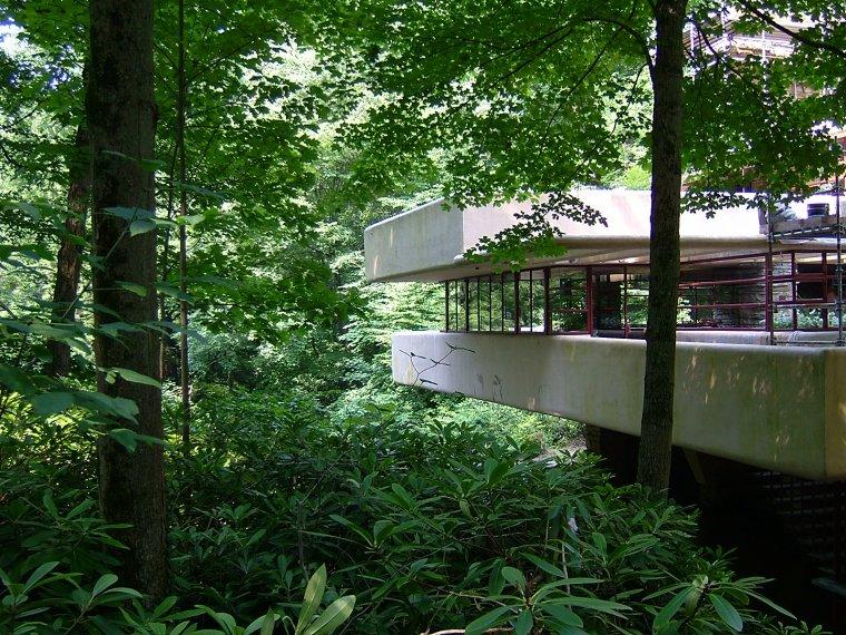 Fallingwater la maison sur la cascade depuis 75 ans for Maison cascade
