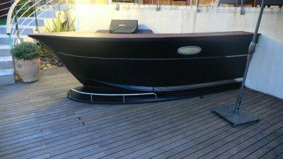 montpellier bar en forme de bateau zen bois concept. Black Bedroom Furniture Sets. Home Design Ideas