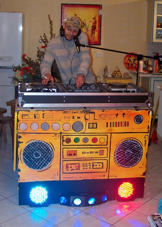 Fresque meuble de dj customis ghetto blaster fait a for Meuble customise peinture
