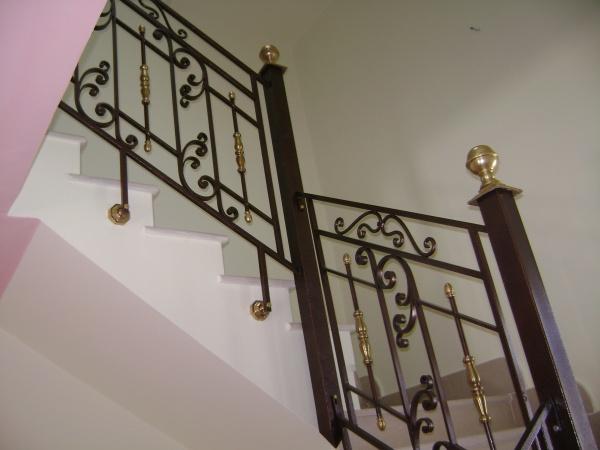 rampe d 39 escalier fer forg 12 blog de barrieres rampes fer. Black Bedroom Furniture Sets. Home Design Ideas