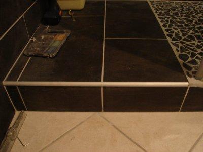 Baguette finition marche de douche notre maison nos travaux for Pose de baguette de finition carrelage