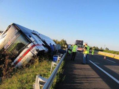 13-08-2010 - 16-09-2011 - France Belgique - Fronti�re - Grave accident autocar sur la E19 - Autoroute A2 - 08-2010. Accident Indre et Loir � Sorigny 16/09/2011 9 bless�s, l'autocar sort de l'autoroute A10. Eurolines - Autocar N�rlandais .