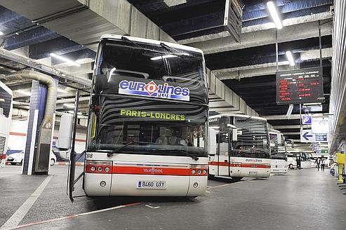16-09-2011 - France - Un autocar Eurolines sort de l' autoroute A10 � Sorigny. (Sens Paris-Province). Eurolines - Autocar N�erlandais .