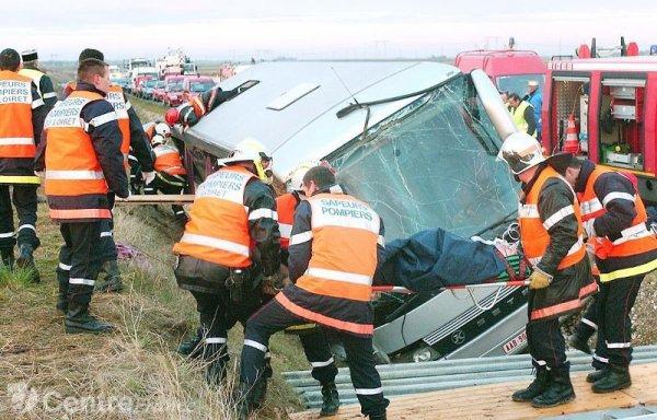 14 11 2004 france accident d 39 un autocar belge de modern car sur l 39 aut a10 en france au sud. Black Bedroom Furniture Sets. Home Design Ideas