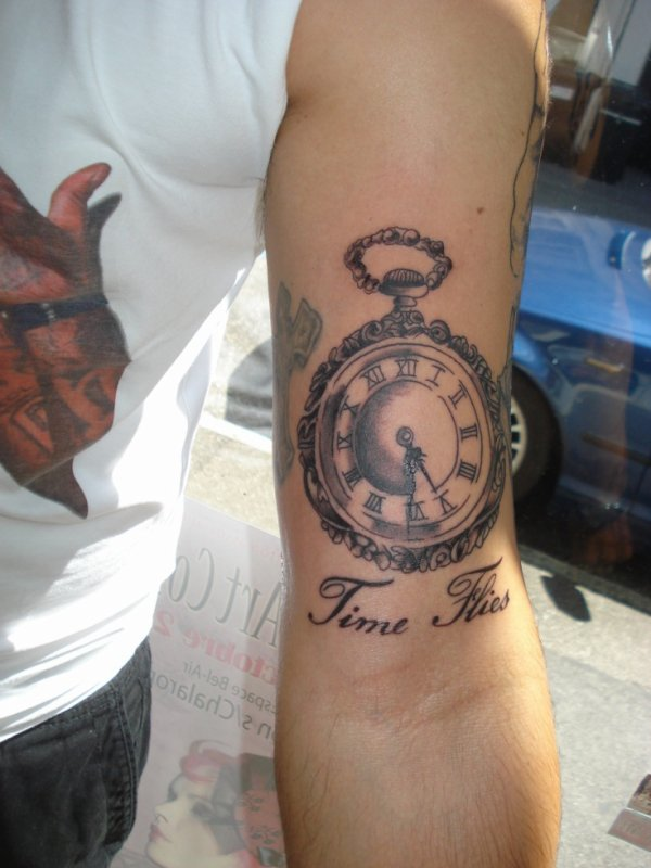 Montre books tattoo piercing tatoueur geneve - Montre a gousset tattoo ...