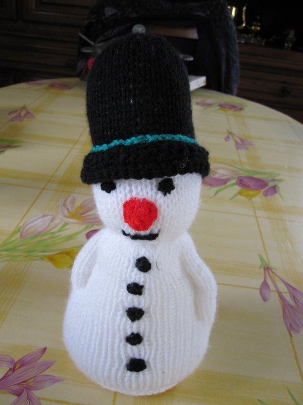 bonhommes de neige au tricot blog de le tricot de marcelle. Black Bedroom Furniture Sets. Home Design Ideas