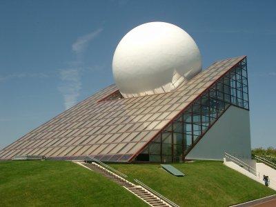 Architecture futuriste canaillouse for Architecture futuriste