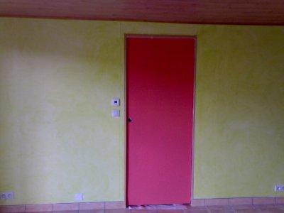 peinture porte couleur framboise pour bien tranch avec le vert menthe tazfamily. Black Bedroom Furniture Sets. Home Design Ideas
