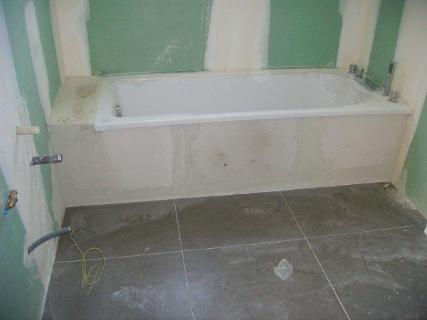 habillage baignoire construction maison. Black Bedroom Furniture Sets. Home Design Ideas