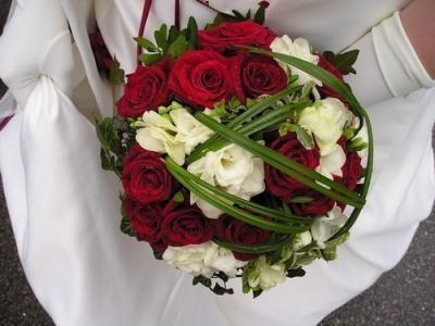 un bouquet de mari e rouge mariez vous. Black Bedroom Furniture Sets. Home Design Ideas