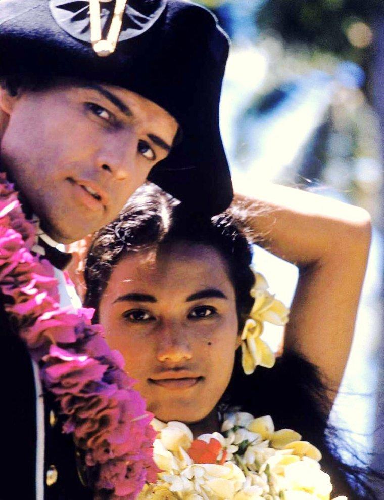 """EXOTISME / Tarita, de son vrai nom Tarita TERIIPAIA, n�e le 29 d�cembre 1941 � Bora-Bora (Polyn�sie fran�aise), est une actrice fran�aise, qui fut l'�pouse de Marlon BRANDO. Elle a jou� le r�le de Maimiti aux c�t�s de Marlon, dans le film """"Les r�volt�s du Bounty"""", en 1962, r�le pour lequel elle fut nomin�e aux Golden Globes, et devint en 1962 la troisi�me femme de BRANDO. De leur union naquirent deux enfants, Simon TEIHOTU, et Cheyenne BRANDO. Ils divorc�rent en 1972. Quelques mois apr�s le d�c�s de Marlon BRANDO en 2004, Tarita publia ses m�moires, intitul�es """"Marlon, mon amour, ma d�chirure""""."""