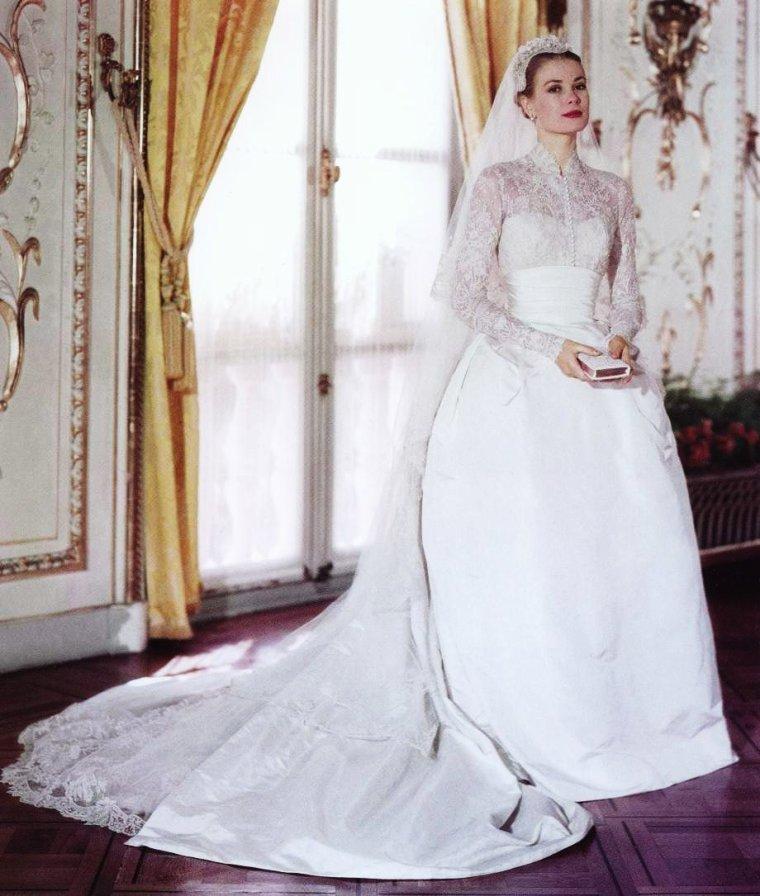photos de STARS en robe de mariée... de haut en bas : Brigitte BARDOT ...