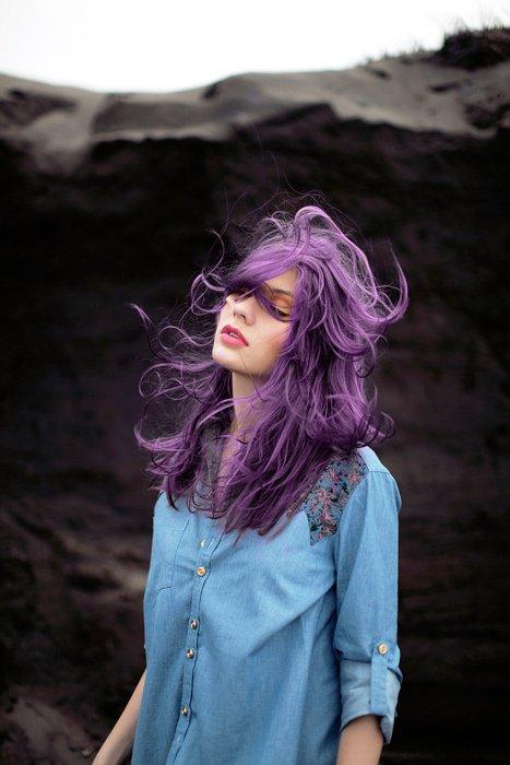 cheveux au vent couleur violet parfait pour les couleur d 39 hiver tendance mode et coiffure. Black Bedroom Furniture Sets. Home Design Ideas