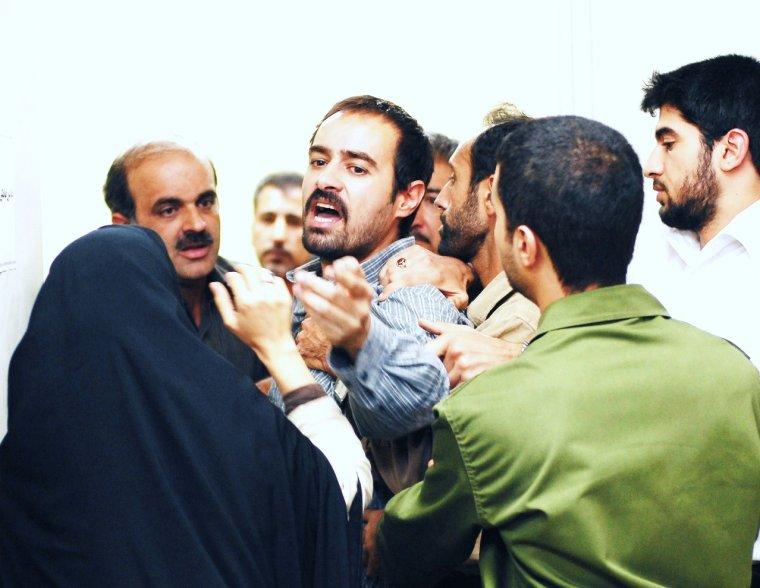 une separation est un film iranien d 39 asghar farhadi sorti en 2011 il remporte l 39 ours d 39 or du. Black Bedroom Furniture Sets. Home Design Ideas