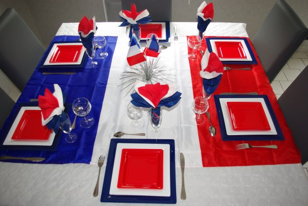 table du 14 juillet deco de table de christine. Black Bedroom Furniture Sets. Home Design Ideas