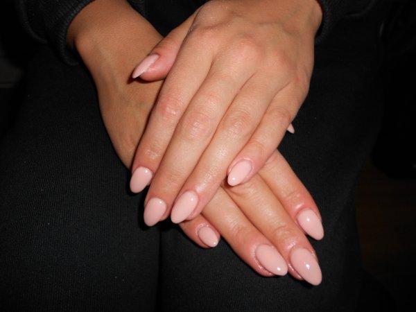 Rose beige pale ongles en gel bruxelles - Ongle gel beige ...