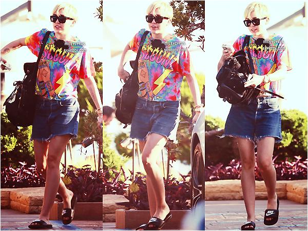 .  11/09/2014   Concert   Miley continuant le Bangerz Tour, cette fois-ci elle �tait � San Juan ! .