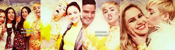 .  16/09/2014   Concert   Mercredi et jeudi, Miley � commencer ses premiers concerts au Mexique, � Monterrey. Et elle a d�j� fait un scandale! Miley s'est fait surpass� en se faisant fouetter sa paire de fausses fesses avec des drapeaux aux couleurs du pays. La vid�o a vite �t� vu par les m�dias mexicains choqu� du comportement de notre chanteuse. Une enqu�te � �t� ouverte, et il semblerait que cet acte soit passible d'une amende de 1270 dollars et d'une d�tention de 36h en prison !  .
