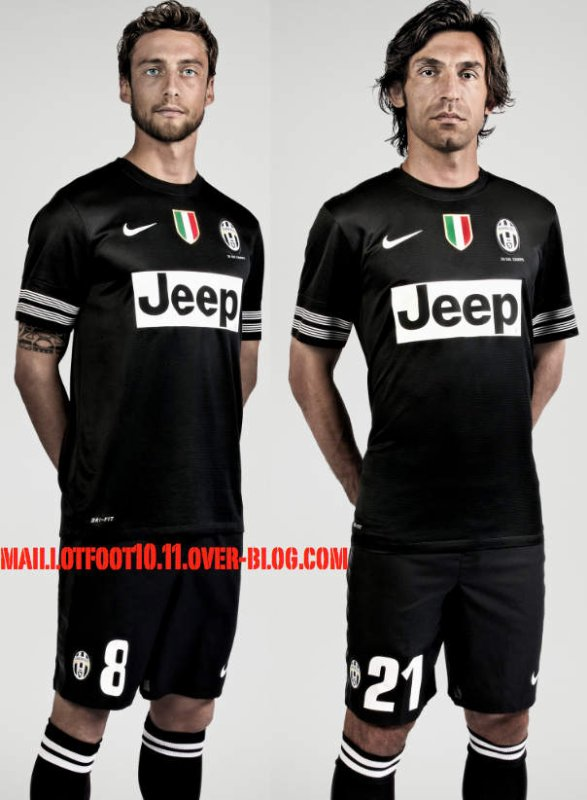 maillot officiel de la juventus pour la saison 2012 2013. Black Bedroom Furniture Sets. Home Design Ideas