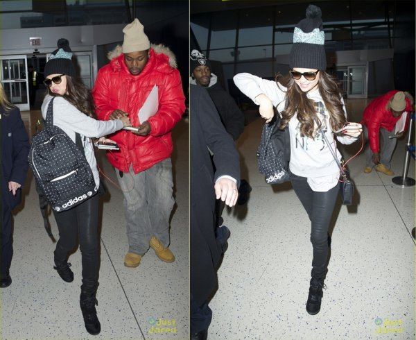 19 mars : Selena sortant de l'a�roport international de Los Angeles