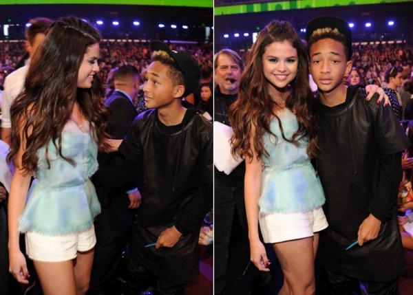24 mars : Selena aux Kids Choice Awards 2013 o� elle y a �t� nomin� deux fois et a gagan� un prix pour l'actrice favorite de TV