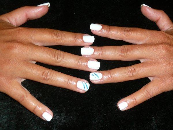 gel de couleur blanc sur ongles naturels attitude french. Black Bedroom Furniture Sets. Home Design Ideas